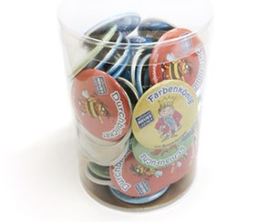 Packaging, button badges in the cup